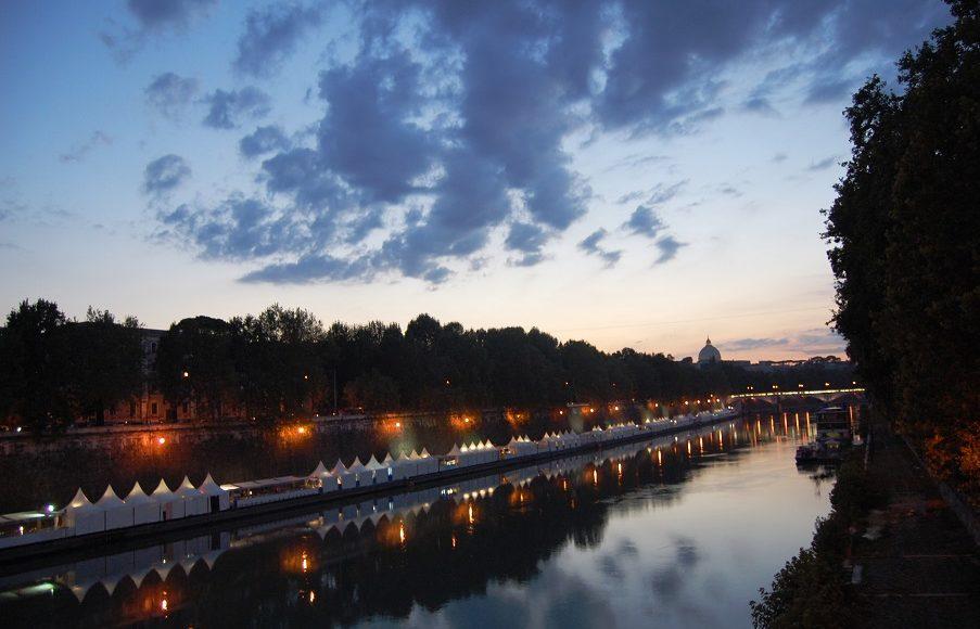 promenade en bateau sur le Tibre à Rome